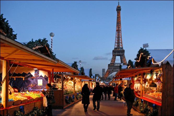 Christmas-Market-Trocadero-Paris