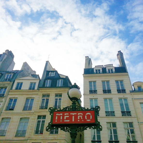 Take advantage of this amazing opportunity to experience Parisian life!